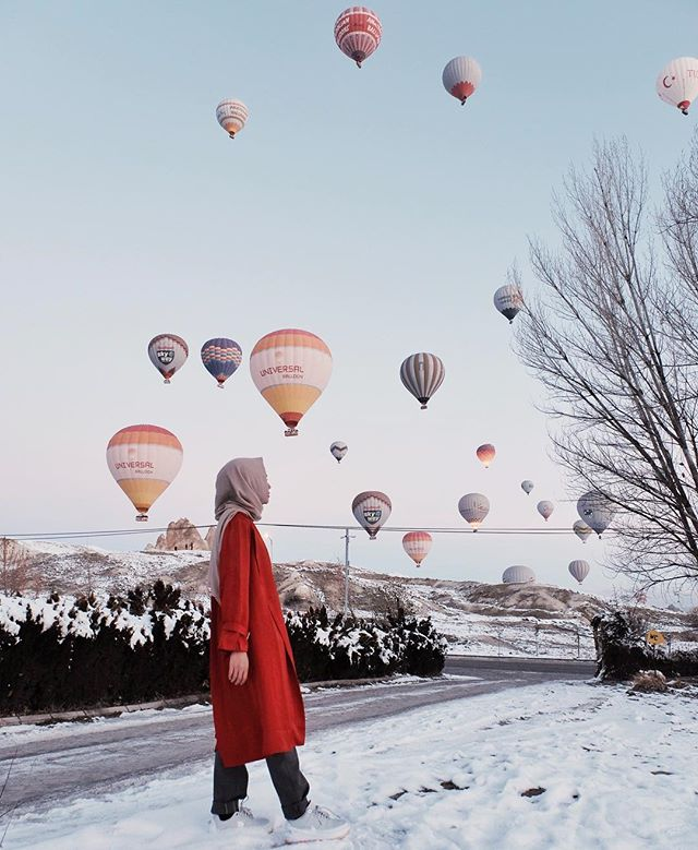 When it rains, look for rainbows. When it's dark, look for stars. When in cappadocia, look for baloon❤️ #dailytinaturkey