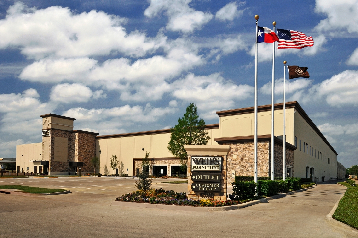 Weir's Furniture  |  Farmers Branch, TX   General Contractor:   Raymond Construction