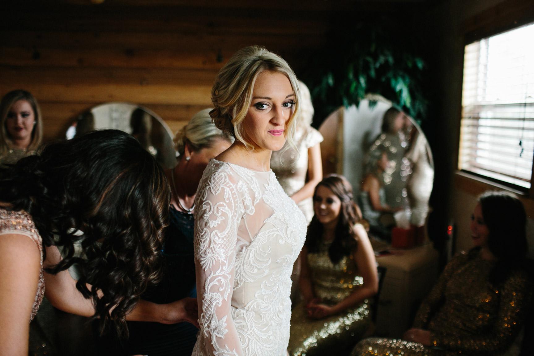 Cotton_Creek_Barn_Winter_Wedding_WeddingPhotographer006.jpg