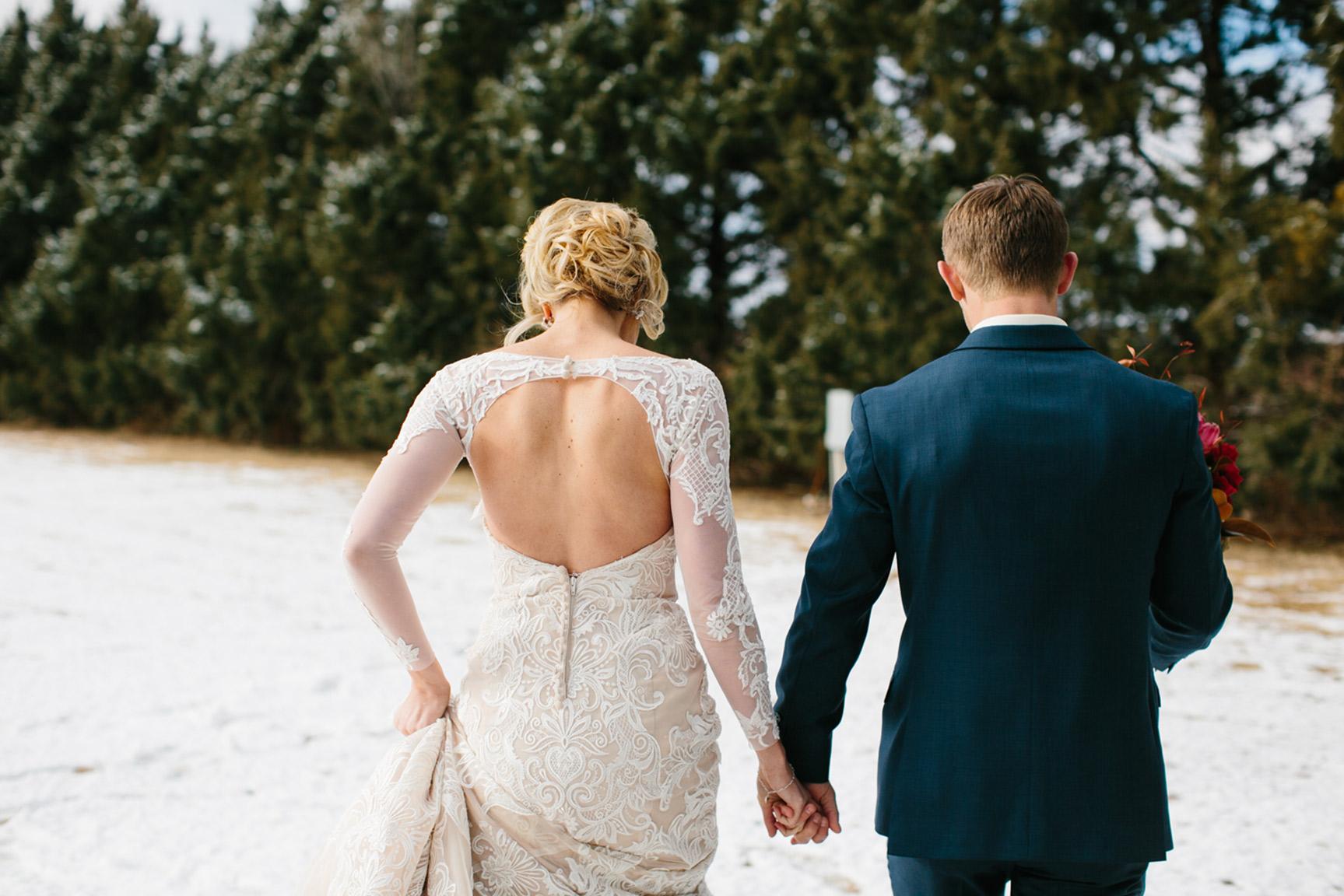 Cotton_Creek_Barn_Winter_Wedding_WeddingPhotographer026.jpg