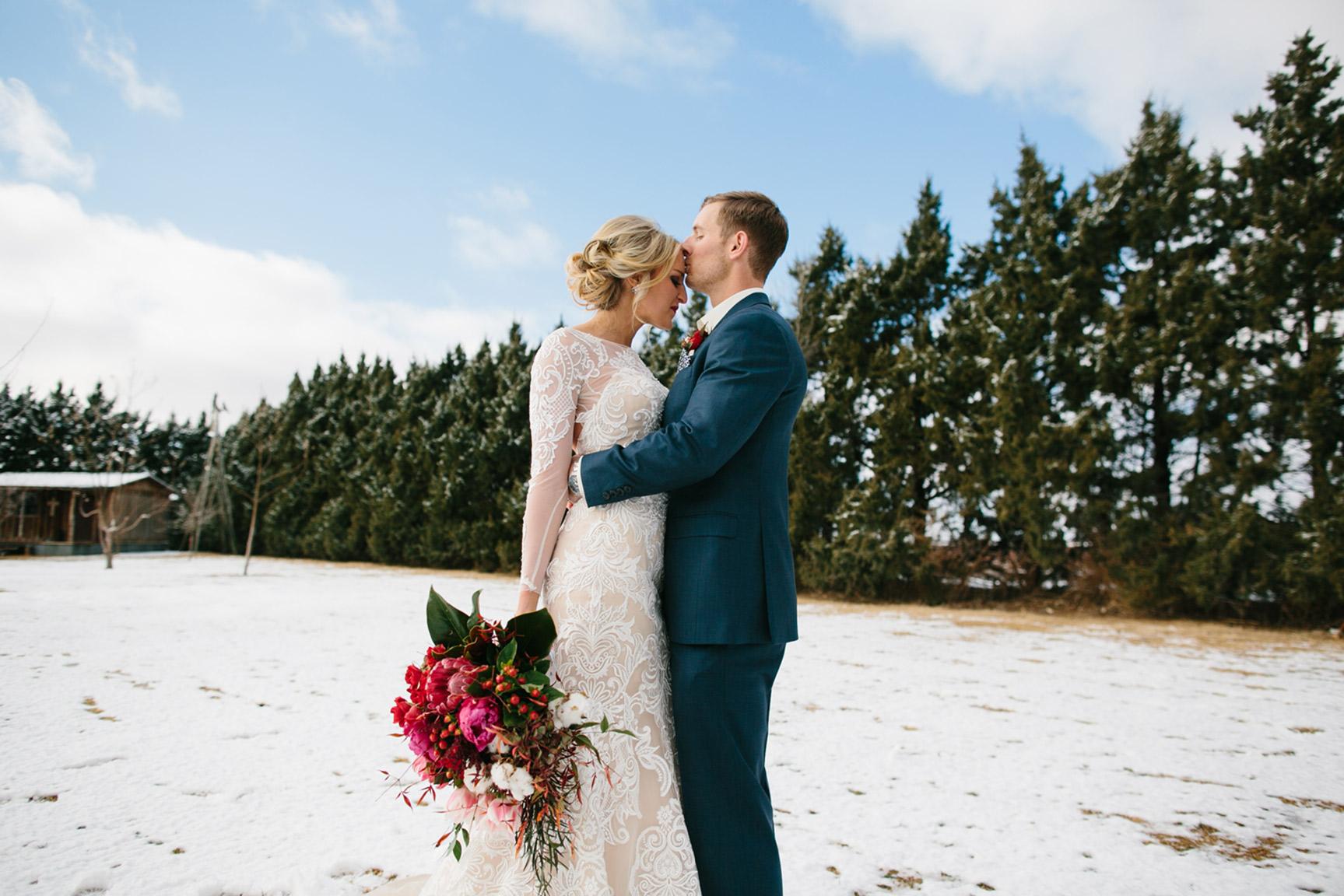 Cotton_Creek_Barn_Winter_Wedding_WeddingPhotographer027.jpg