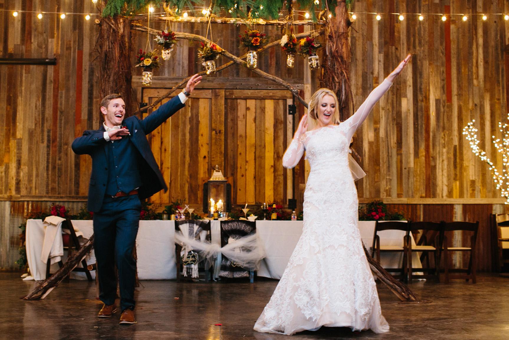 Cotton_Creek_Barn_Winter_Wedding_WeddingPhotographer055.jpg