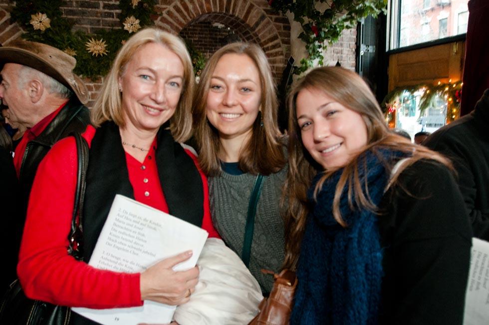 zum-schneider-nyc-2011-christmas-caroling-9256.jpg