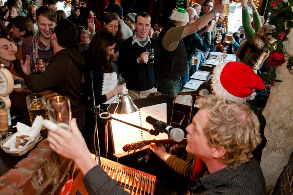 zum-schneider-nyc-2011-christmas-caroling-9264.jpg
