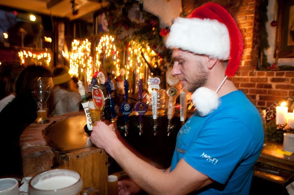 zum-schneider-nyc-2011-christmas-caroling-9312.jpg