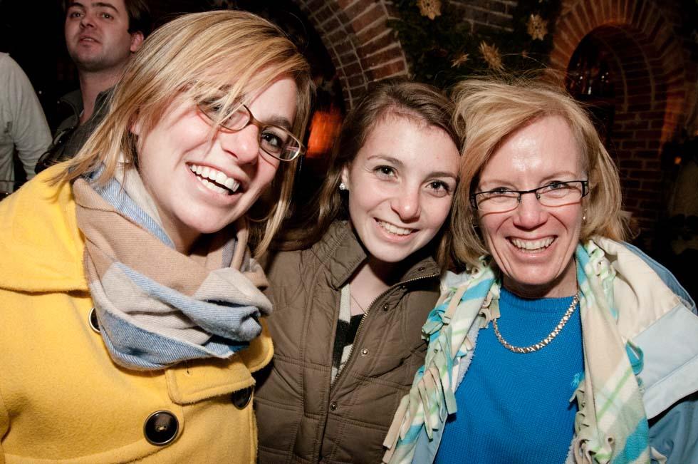 zum-schneider-nyc-2011-christmas-caroling-9359.jpg