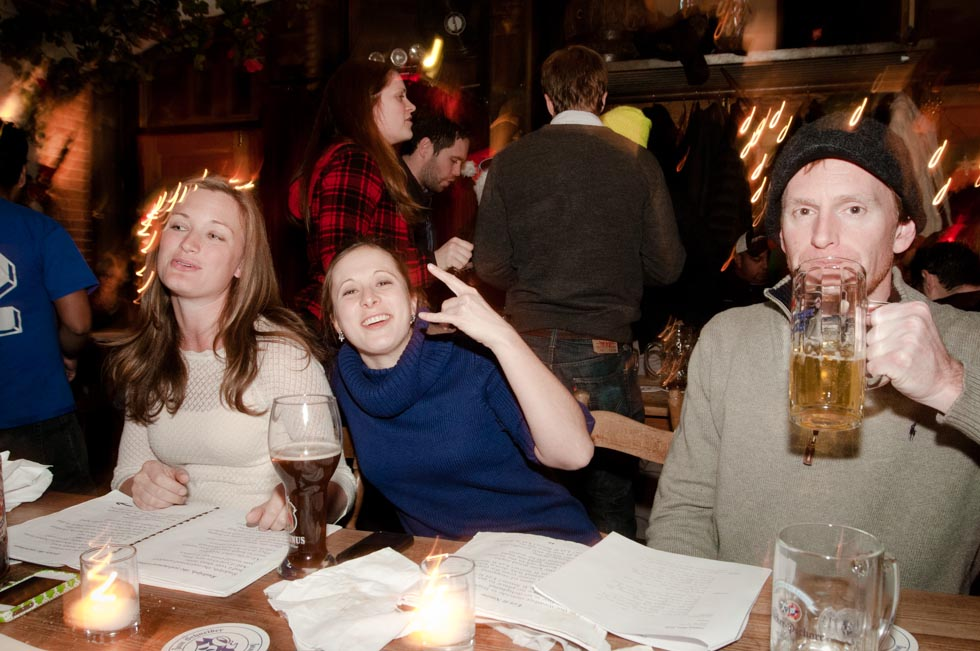 zum-schneider-nyc-2011-christmas-caroling-9392.jpg