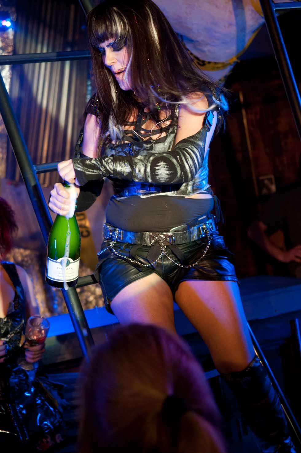 zum-schneider-nyc-2012-karneval-apocalyptika-4014.jpg