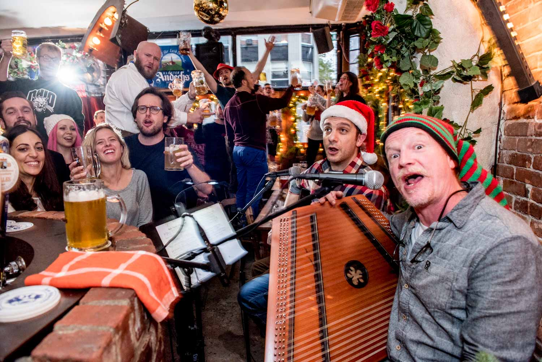zum-schneider-nyc-2017-christmas-caroling-advent-singen-7075.jpg