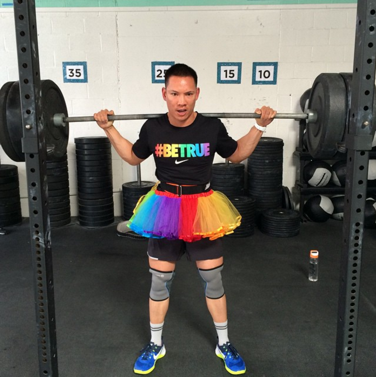 COACH IN TRAINING Jason L DEMONSTRATING THE PROPER SETUP FOR RAINBOW SQUATS
