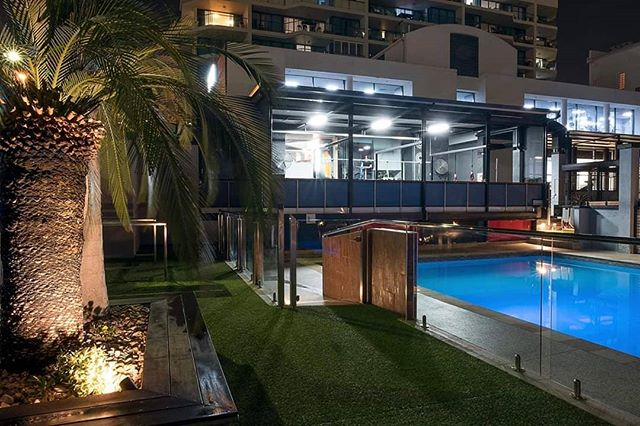 How gorgeous does the pool look at night time!! Did you know you don't need a membership to use the pool.. only $5 for a casual visit of the pool 🏝️