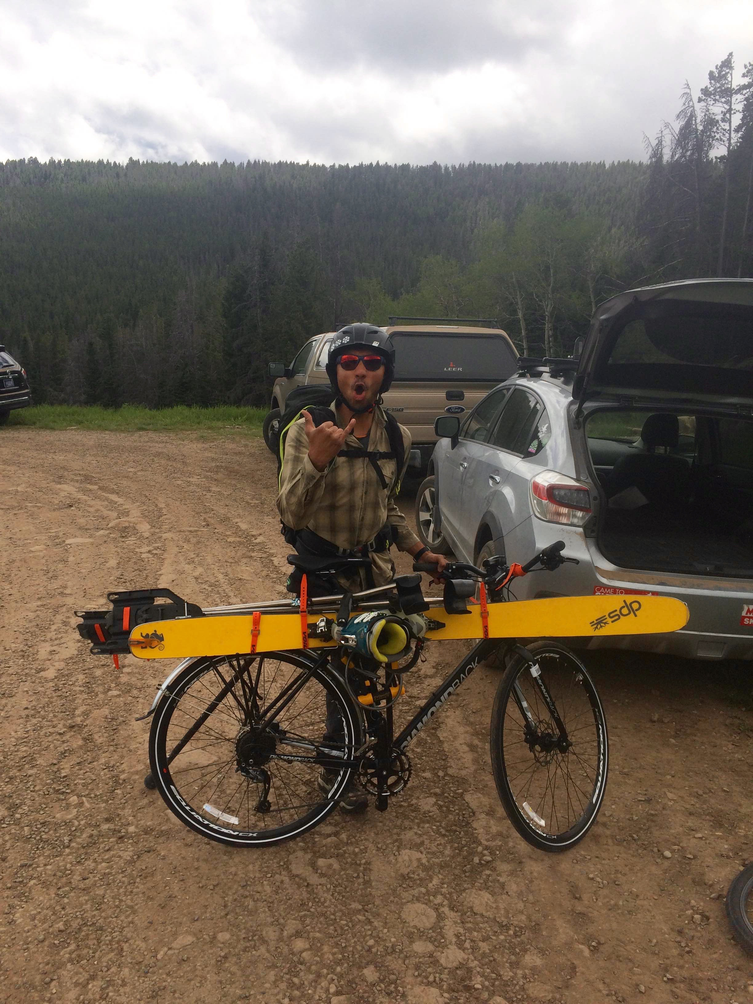 Vasu all strapped and ready to go. He used about 6 Voile Straps to attach his ski, and outriggers to his bike.