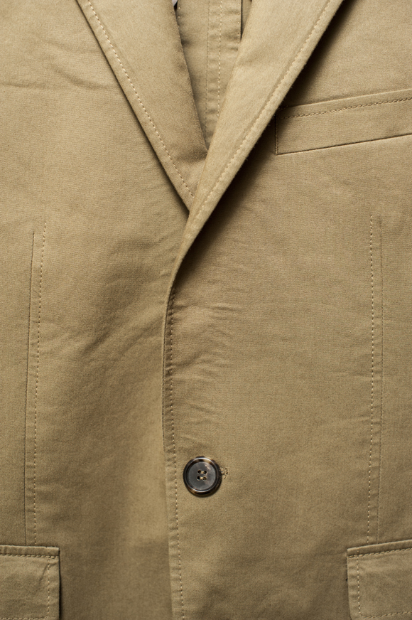 Lapel doesn't roll to first button