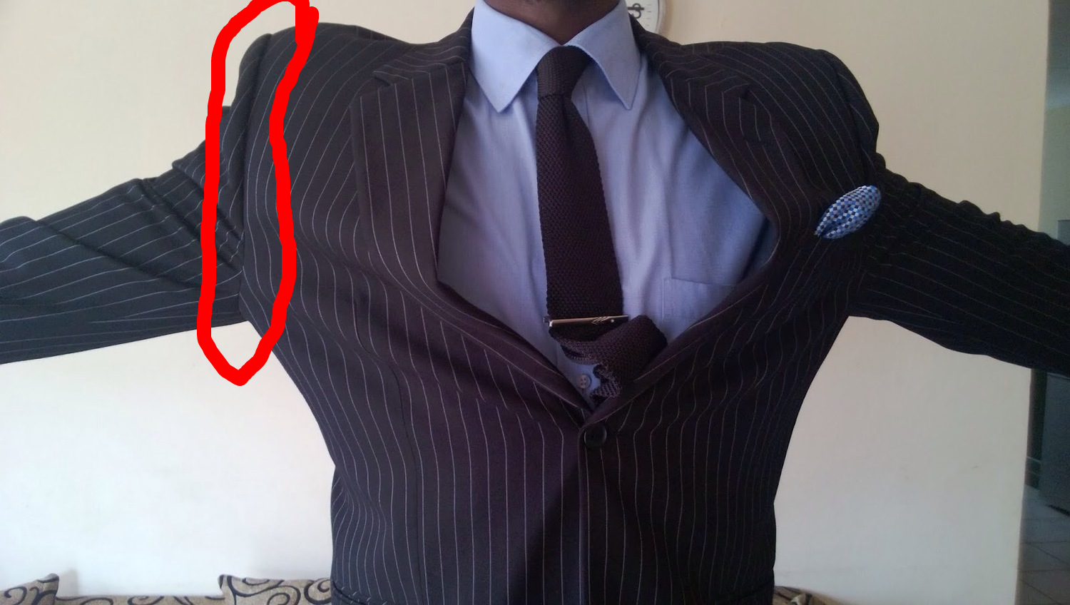 The sleeve head is gigantic, can you see how much room this guy has under his armpit?