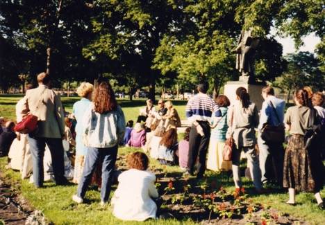 Lessing Picnic for LMDA Conference Attendees in 1990 - photo from LMDA archives