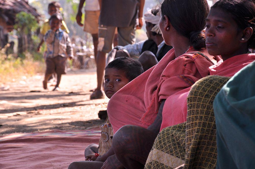 Eine Versammlung der Dorfbewohner (Gram Panchayat)