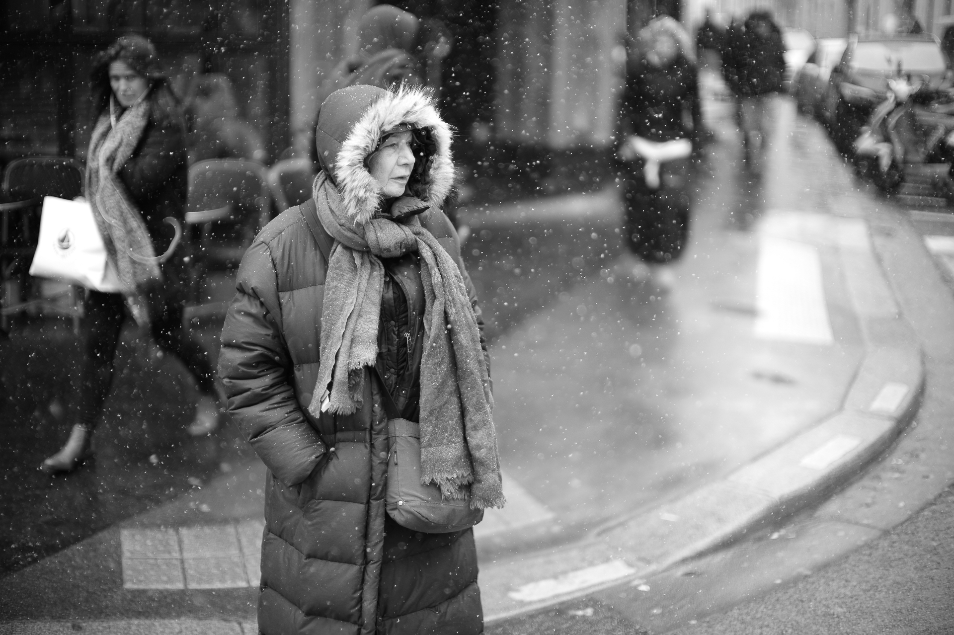 Lady in the snow in Saint-Germain-des-Prés