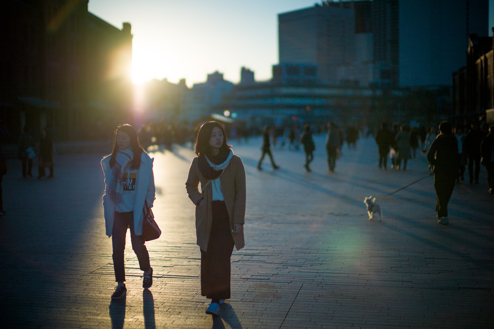 Girls and sunset in Yokohama © 2019 Jerry Yang