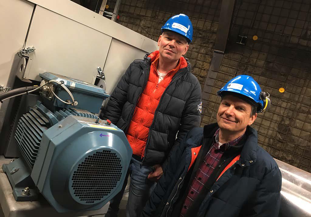 Höganäs 2017. Ralf Bengtsson och Peter Struwe, Höganäs, vid en av fläktarna som bidrar till en el-besparing på 600 000 kWh per år, motsvarande energiförbrukningen för 25 normalstora villor.