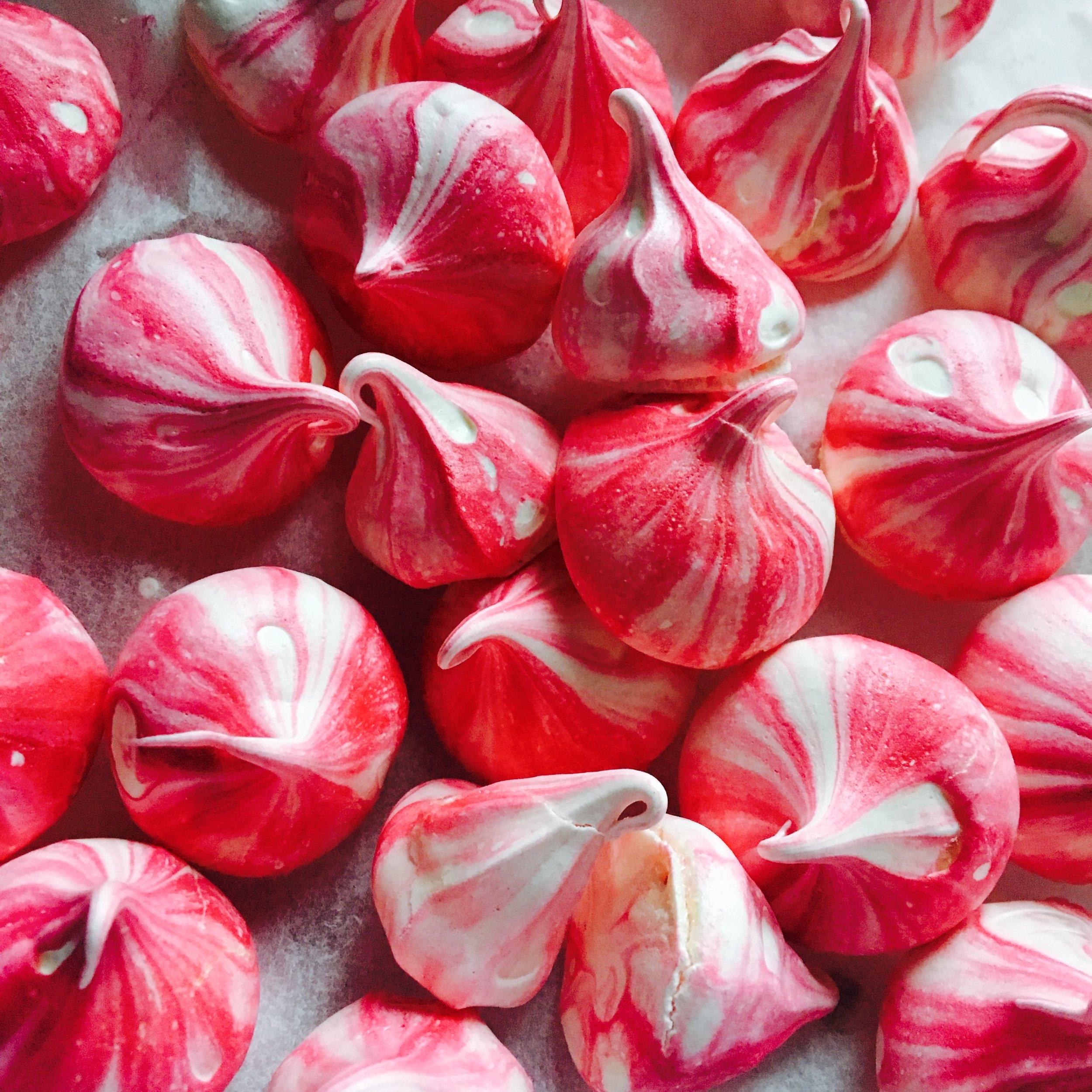 Raspberry meringues for a summer wedding