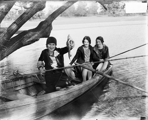 women-boat-fish.jpg