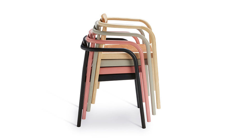 Ahm_Chairs_von____Please_Wait_To_Be_Seated.jpg