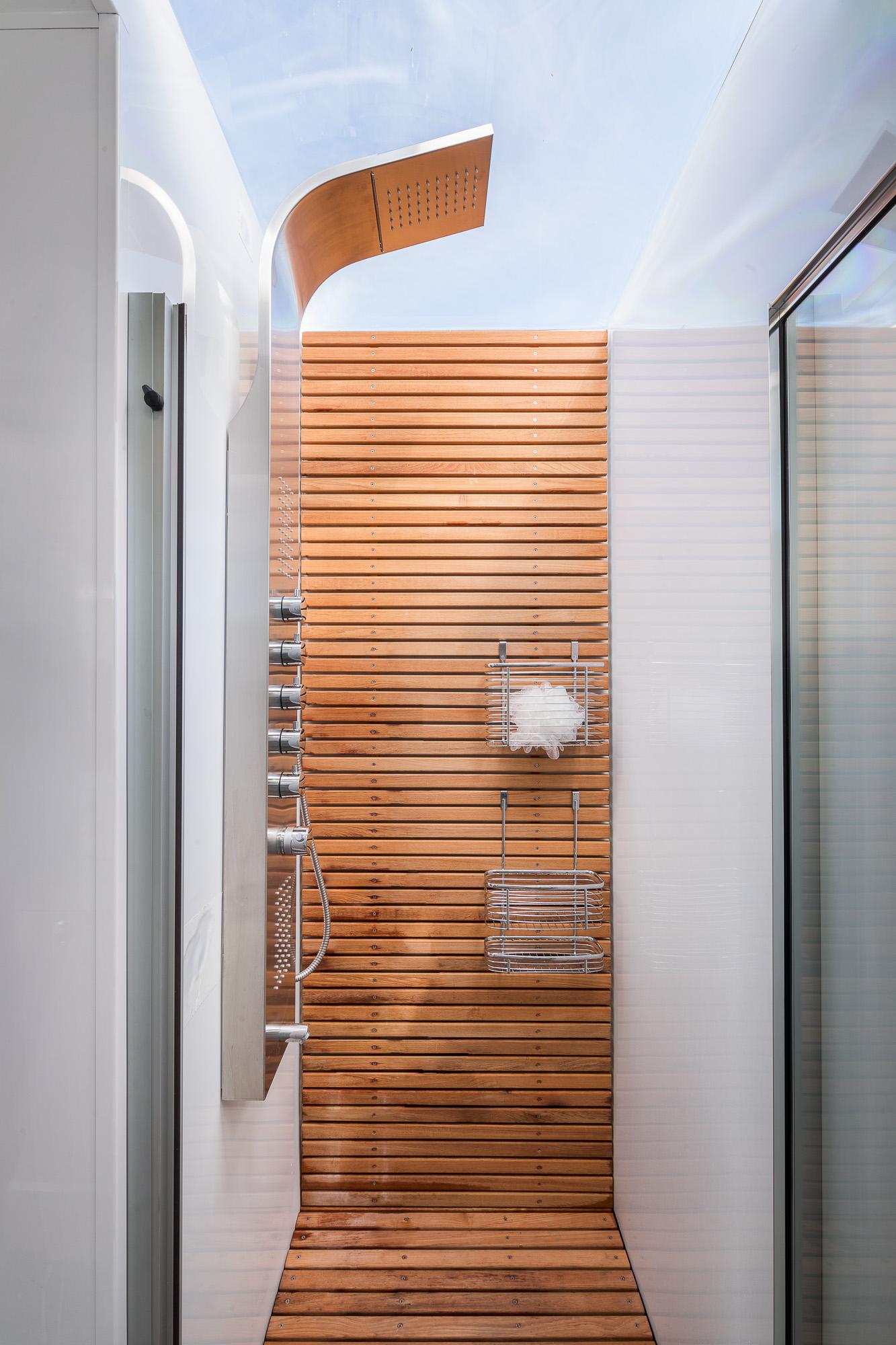 lv_bathroom3_V1.jpg