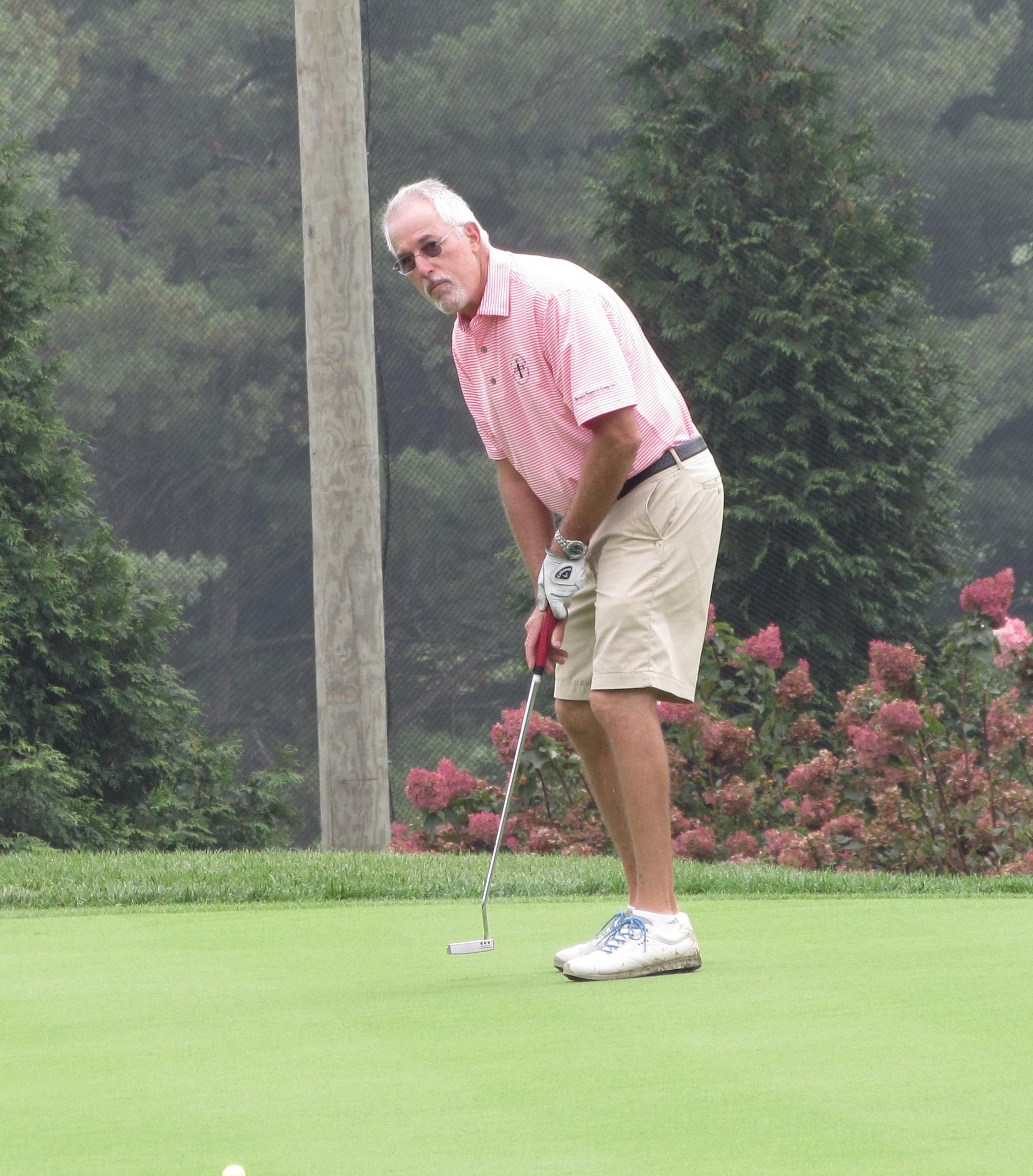 Golfer putt.jpg