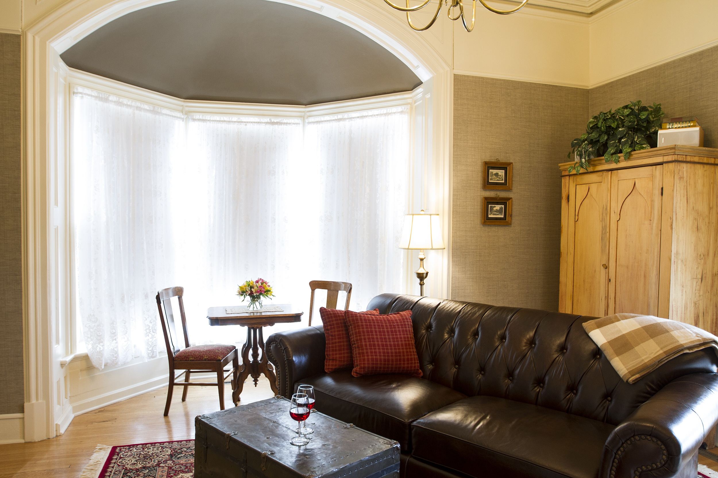 Dining area in bay window