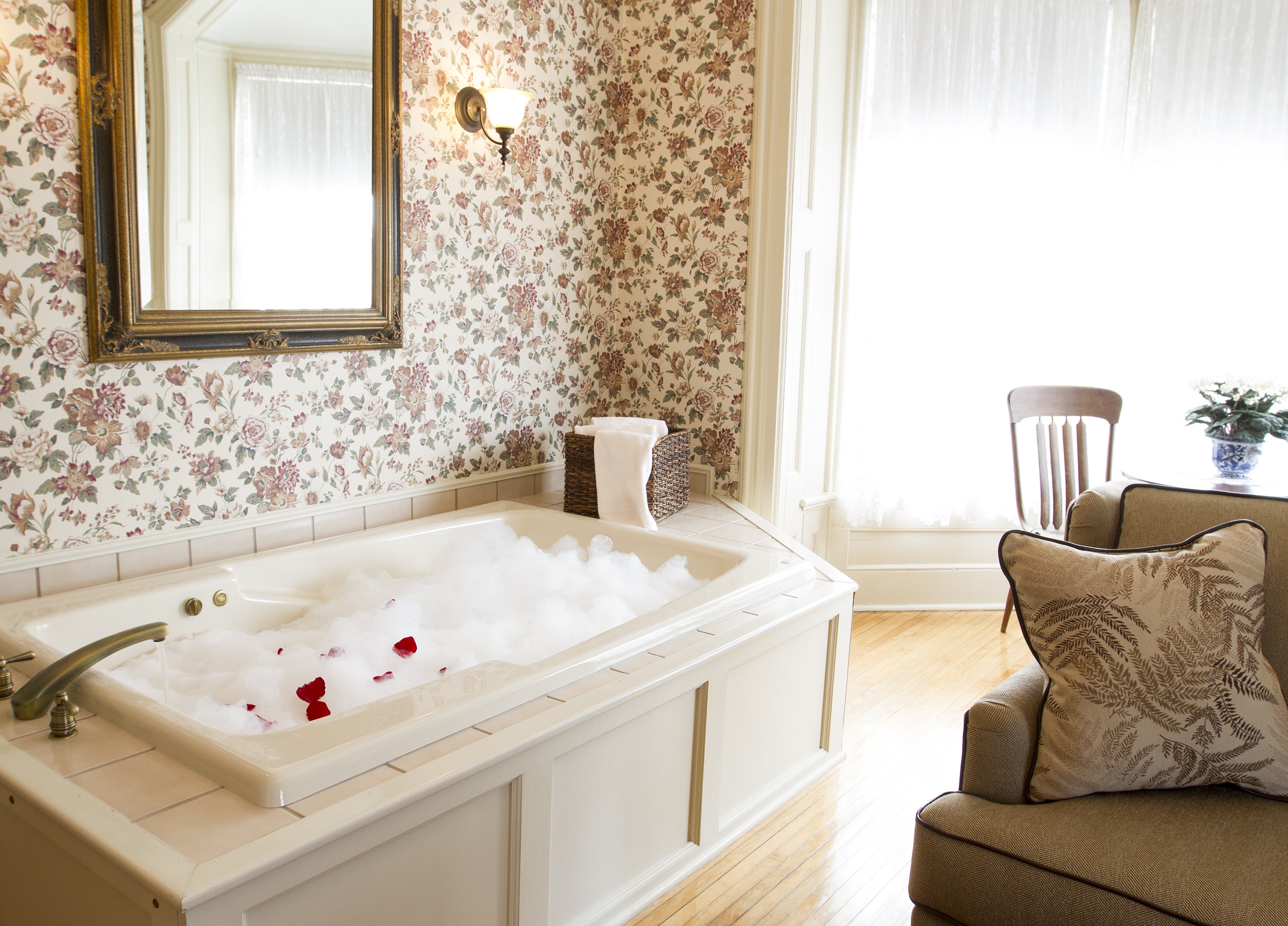 Whirlpool spas and tubs
