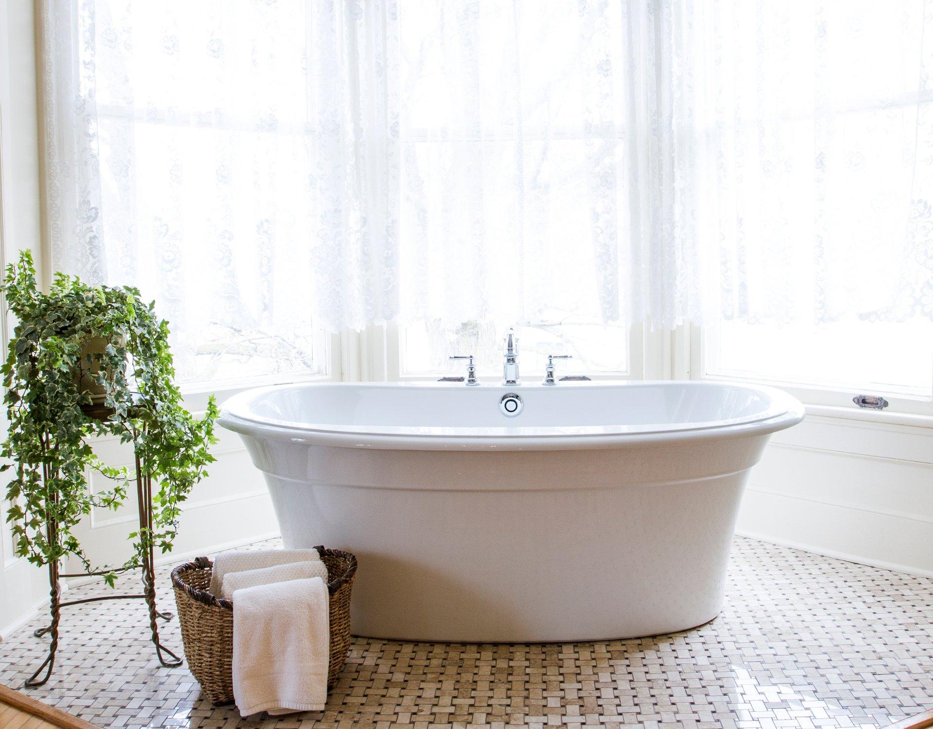 soaking-tub-in-the-lady.jpg