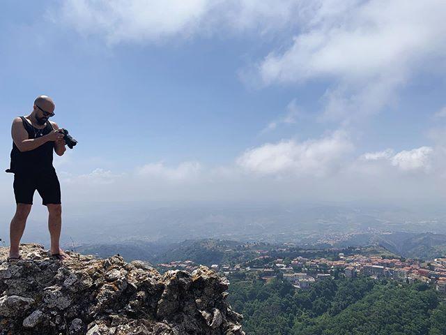 Proof that I wear shorts! 📸@fuoconator #canoneosr #eosr #calabria #ori #canon #landscapephotography #orimedia