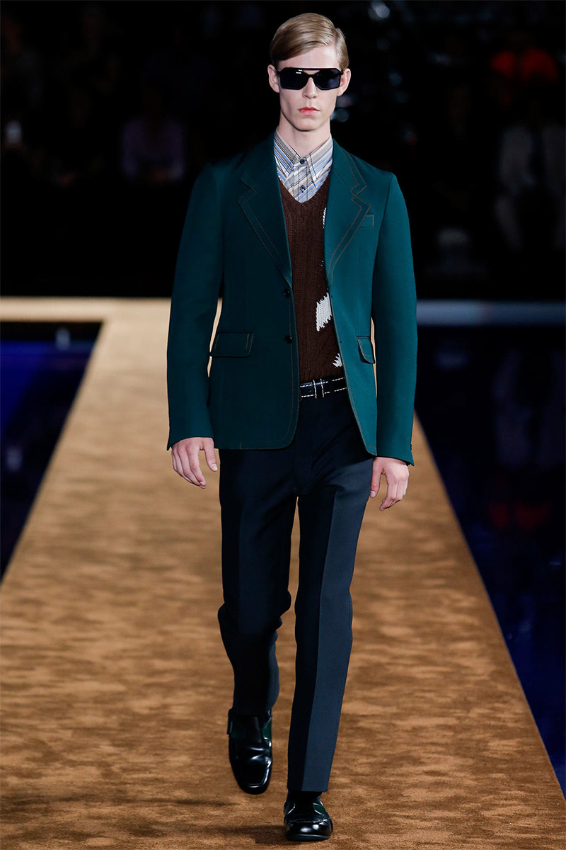 Muccia reveiled her Spring/Summer 2015 collection for Prada during Milan Fashion Week. An amazing background and some masterpieces made the show a true show stopper. Miuccia gave a string focus to knitwear, coats, sandals and denim. Check the rest below