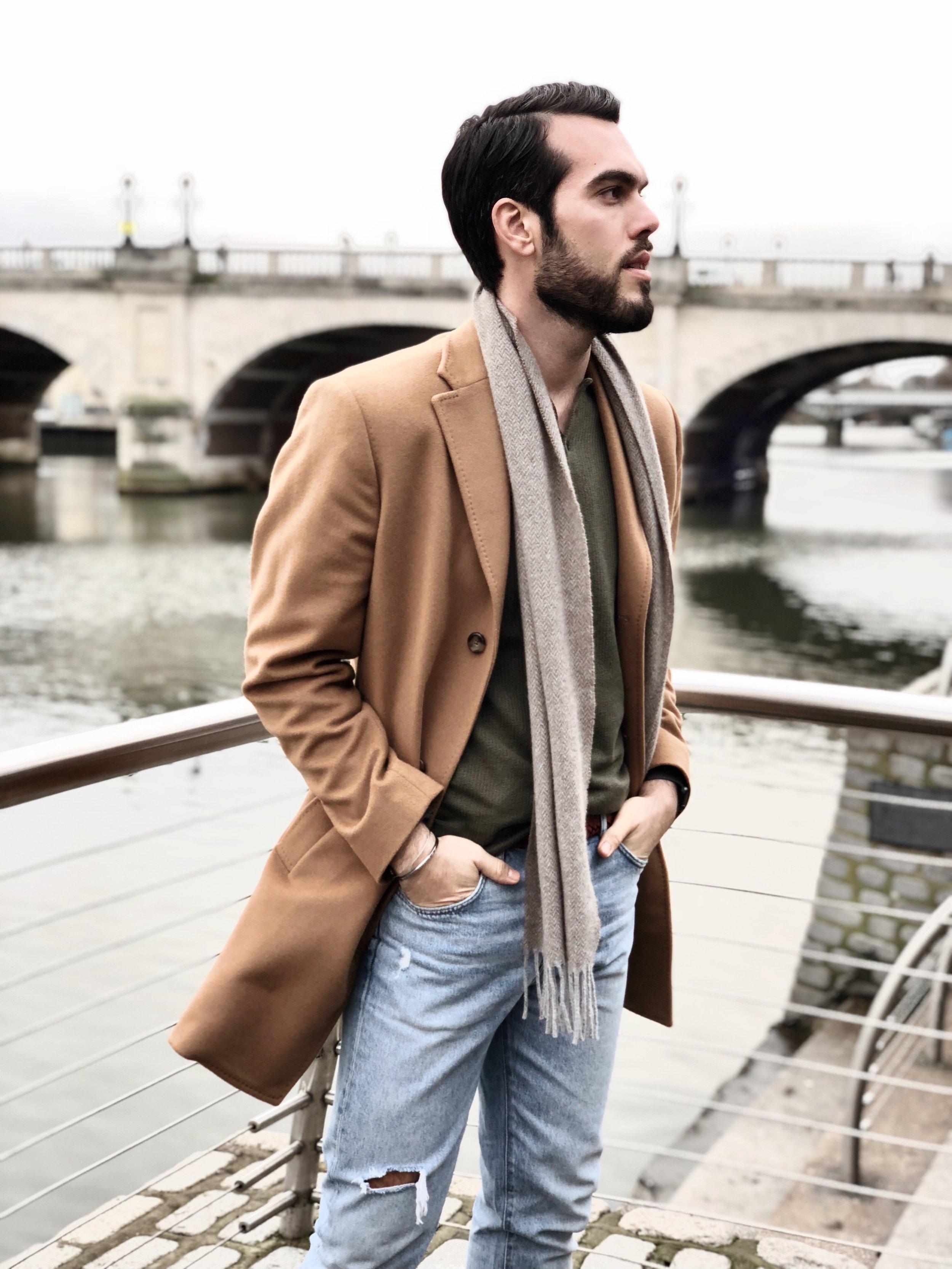 Coat: Massimo Dutti / Jeans: Zara / Cashmere scarf: Hackett Lodnon