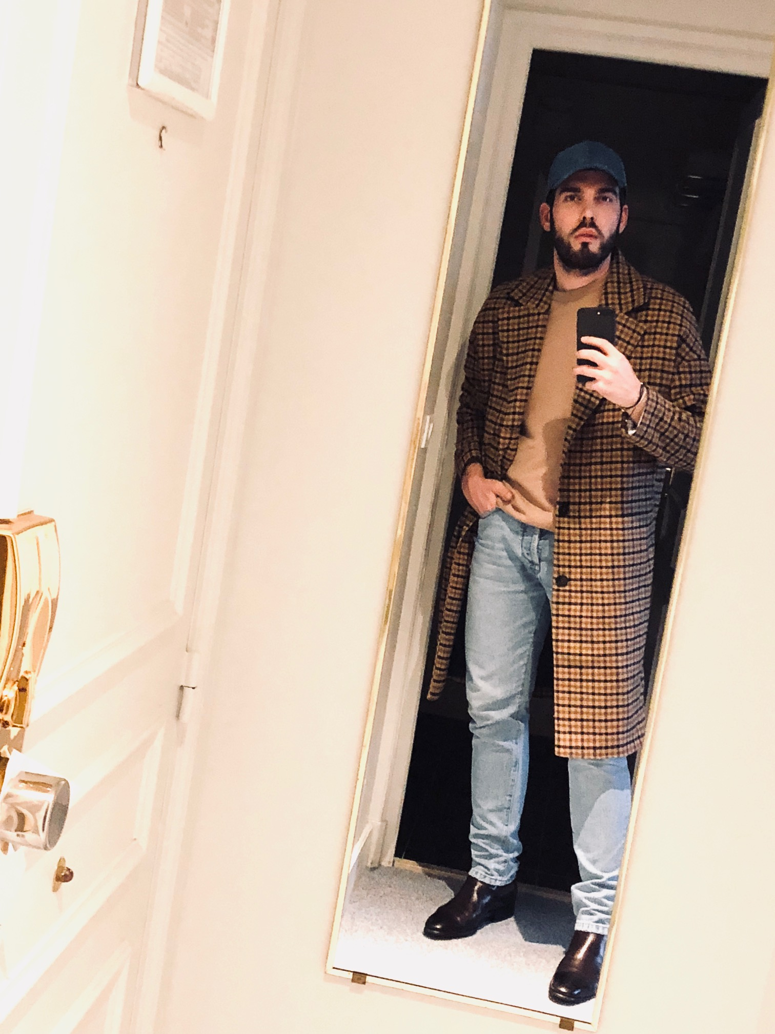 Cota: Zara / Pants: Levis / Knitwear: Acne / Shoes: Santoni Shoes