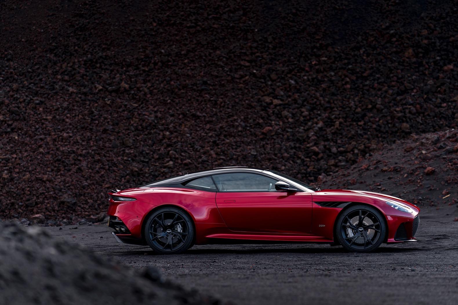 2019-Aston-Martin-DBS-Superleggera-00011.jpg
