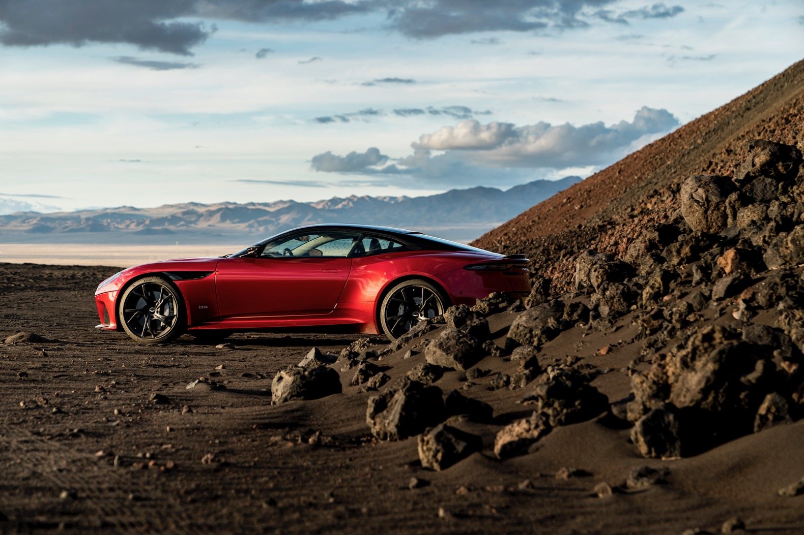 2019-Aston-Martin-DBS-Superleggera-00014.jpg