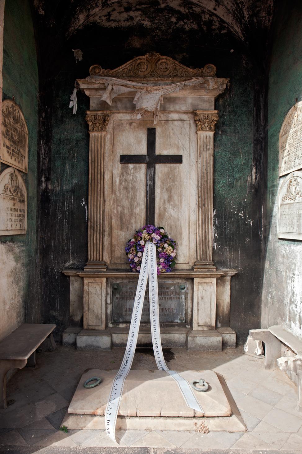 Belong_FuneralWreath_BarbaraAlegre_2016_MG_6078.jpg