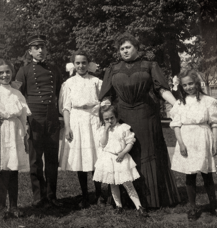 The Gottlieb Girls: Florence, Irene, Isabel, Bessie and Kathryn.