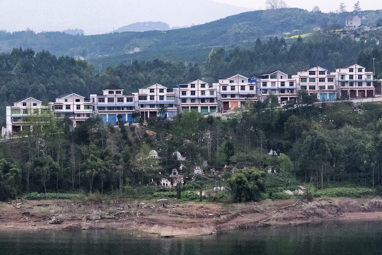Yangtze Houses and Tombs