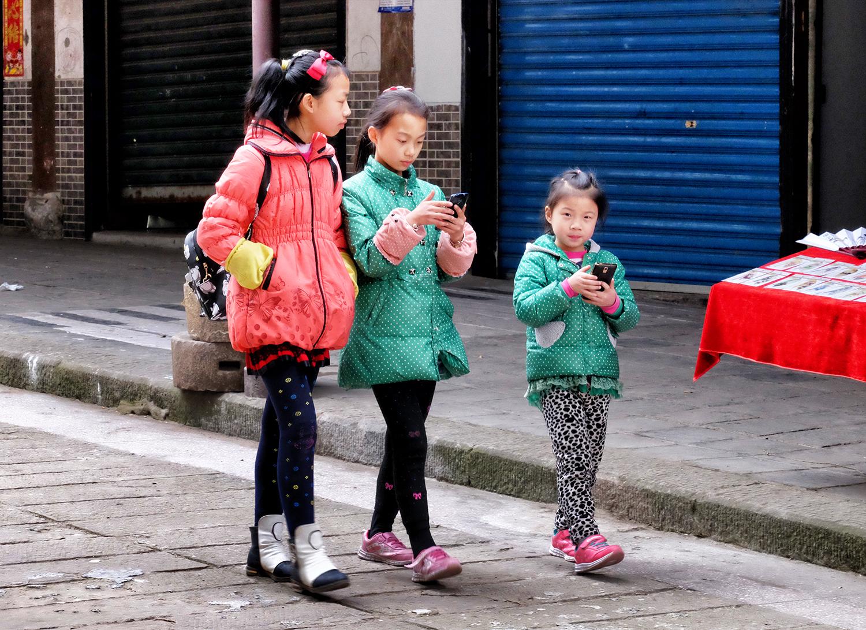 Three Girls, Shibaozhai, China