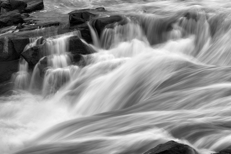 160613 Great Falls Night 40-1 bw.jpg
