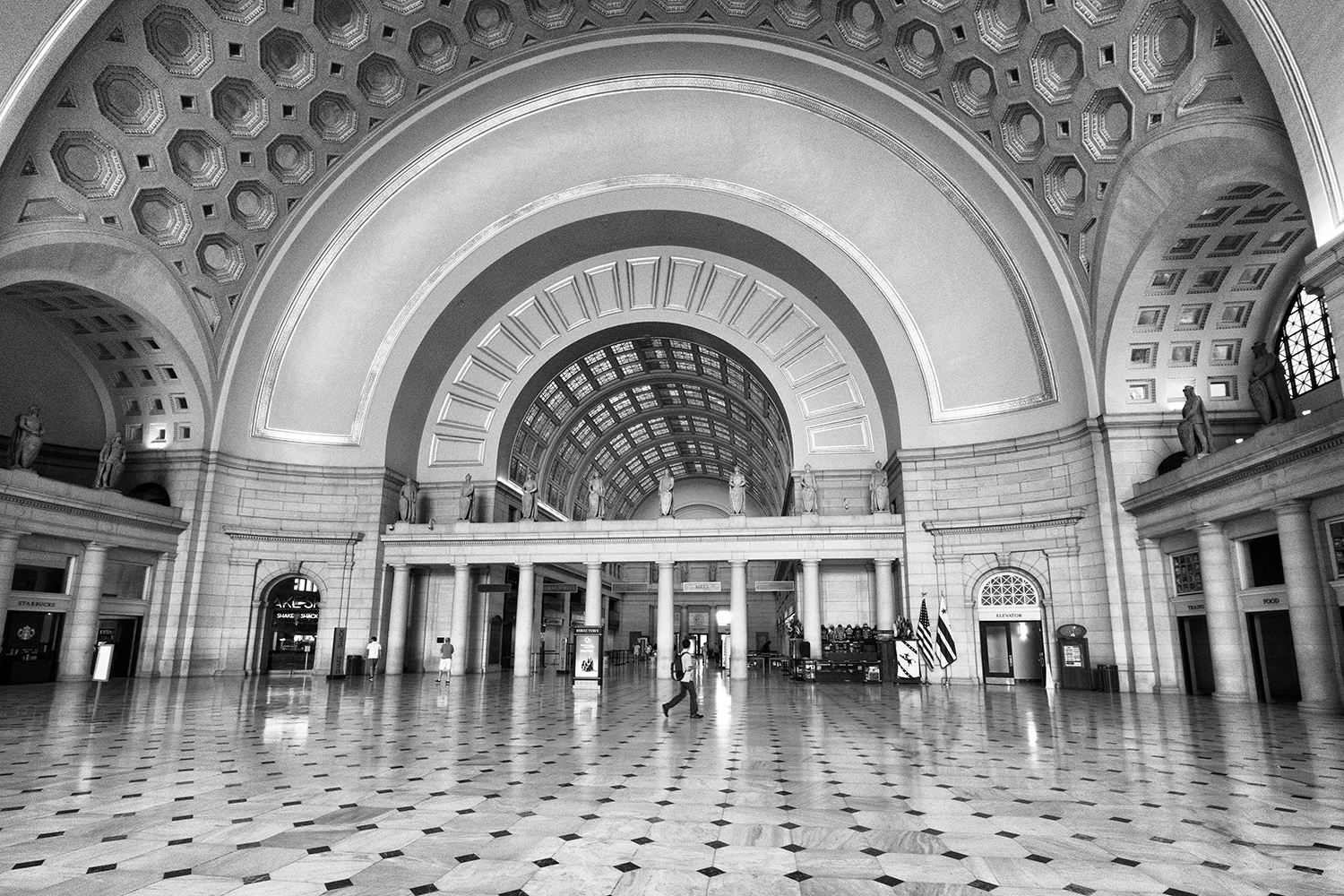 160924 Union Station 33-1 bw.jpg