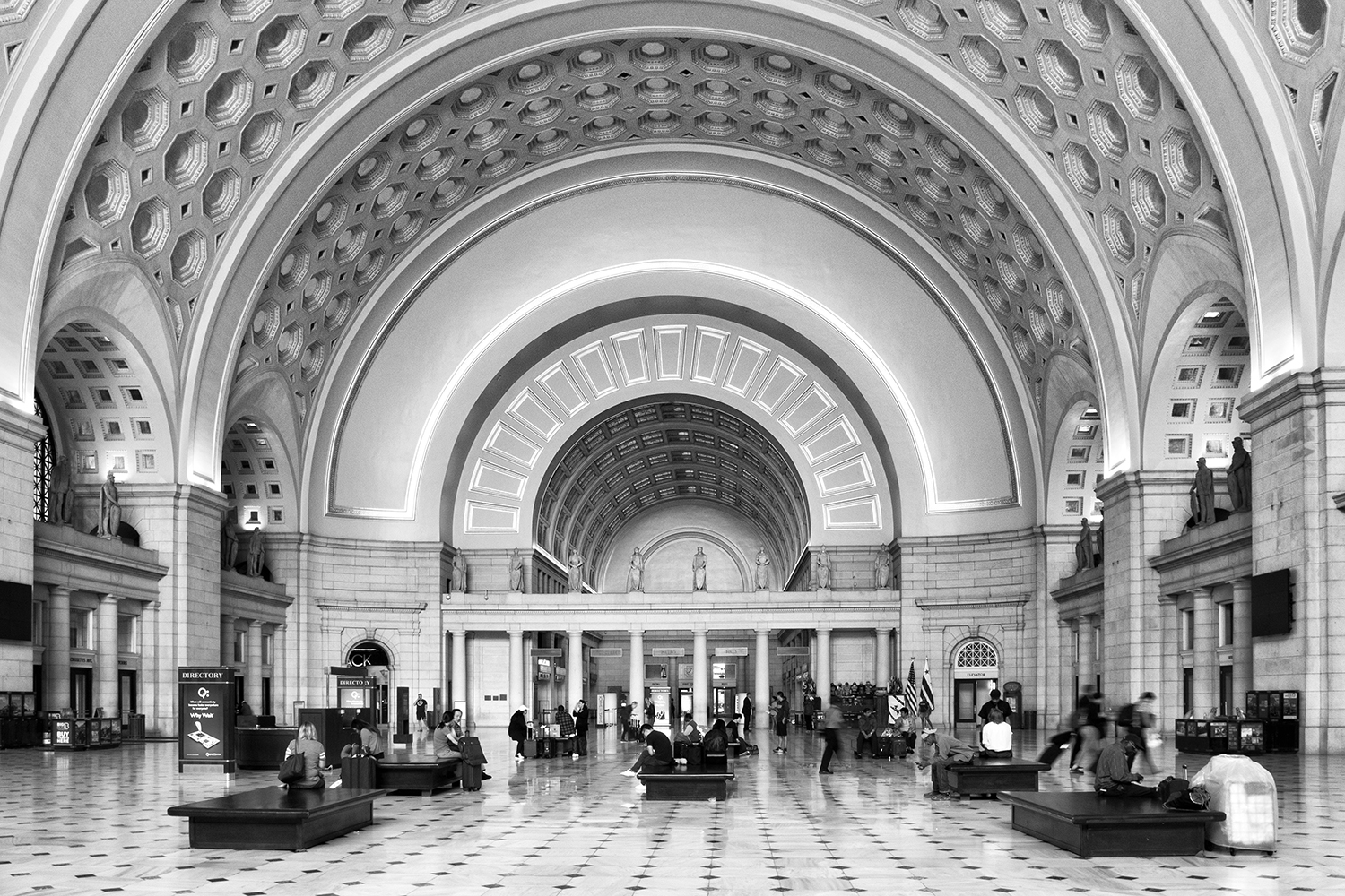 160924 Union Station 21-1 bw.jpg