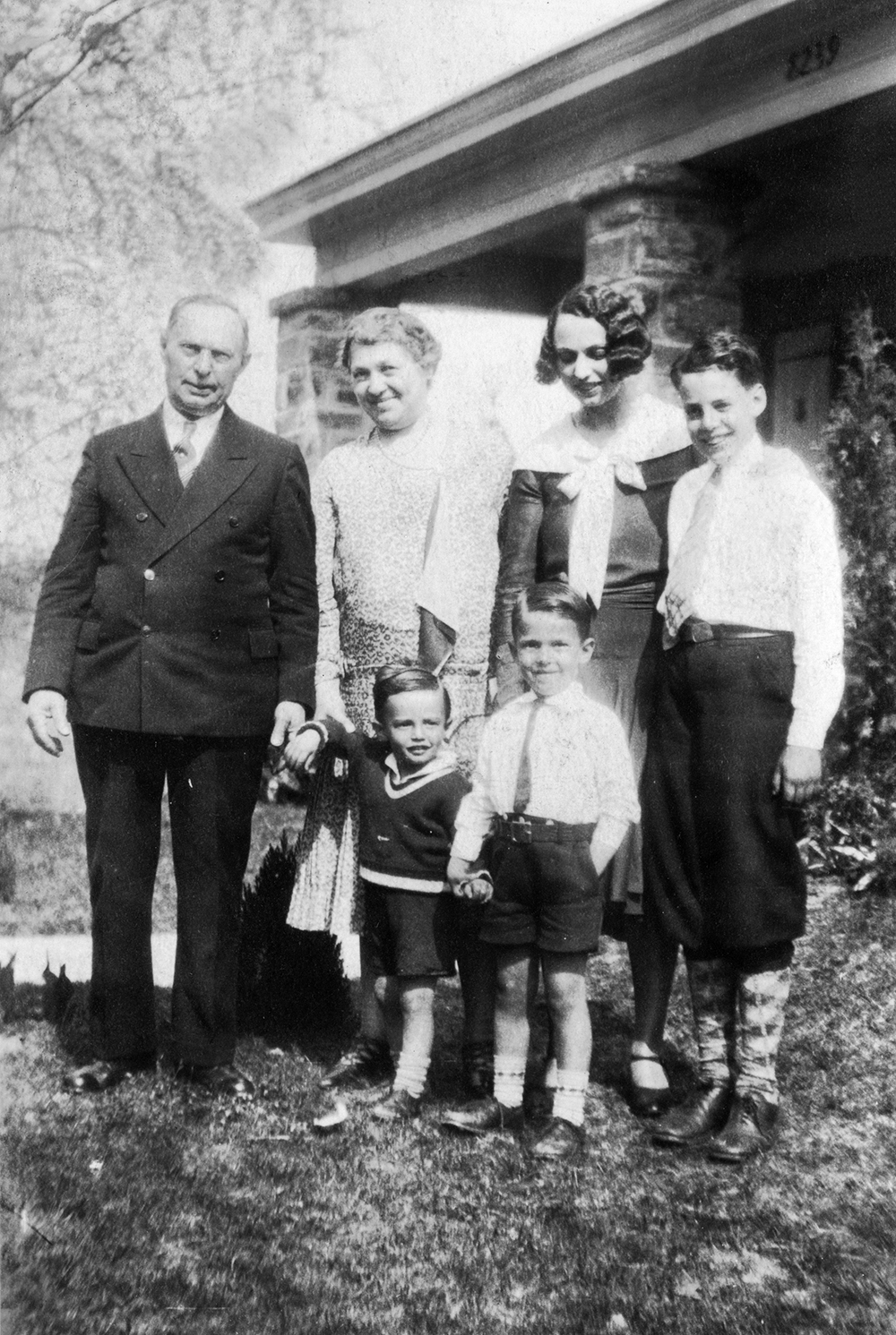 Leon and Bessie with Kathryn, Doug, Richard and Buddy, 1929