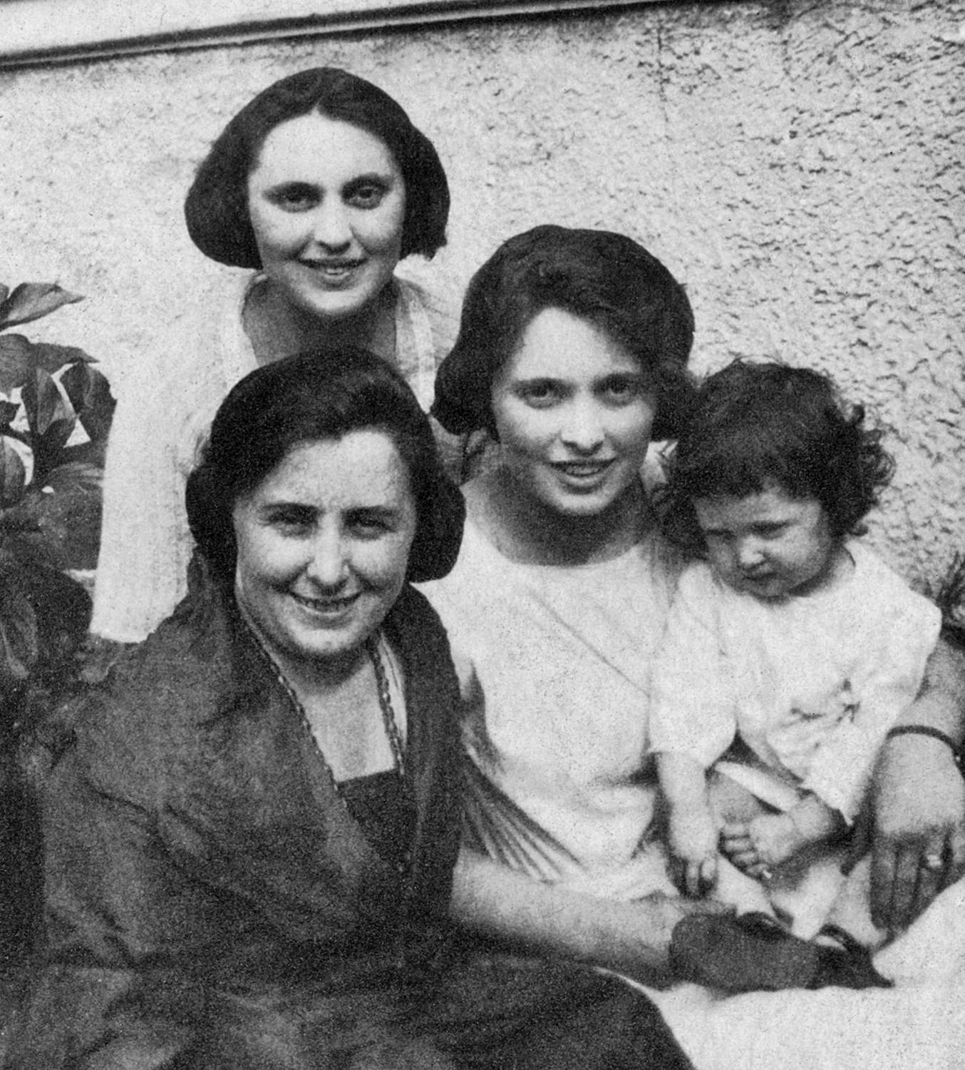 Isabel, Florence and Jean Gottlieb