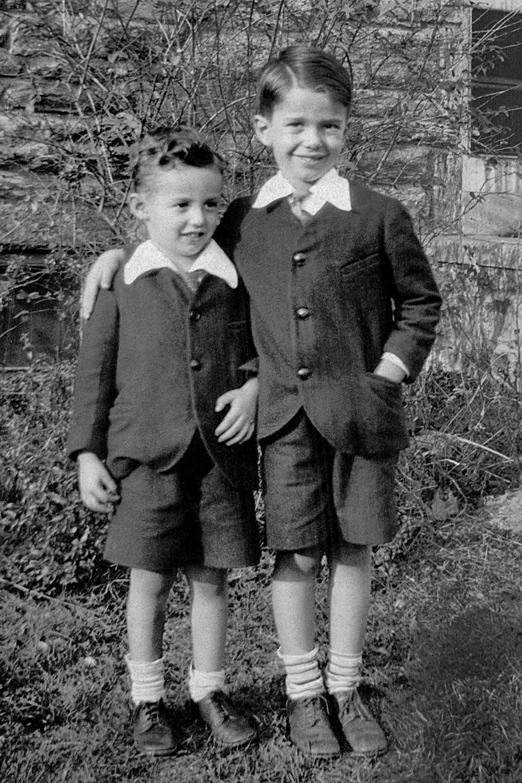 Richard and Buddy, 1932