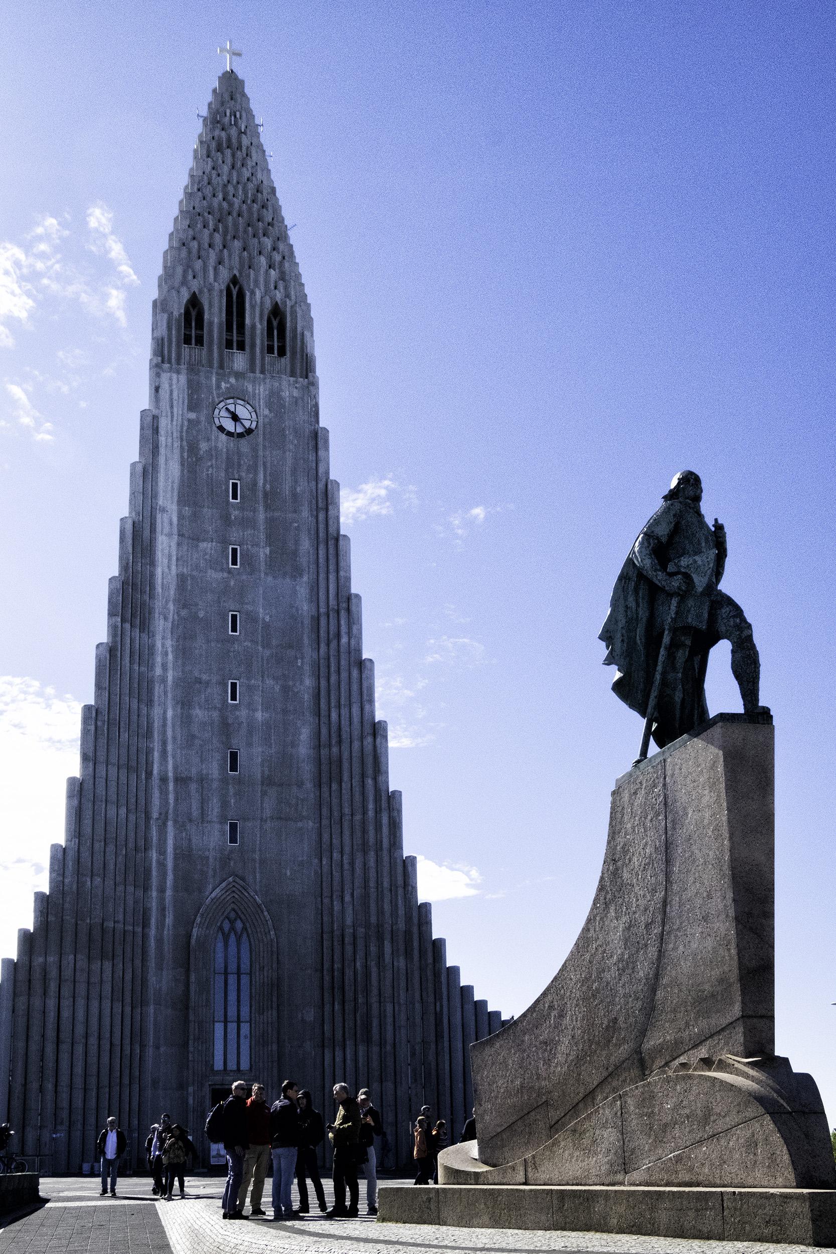 Hallgrimskirkja and Leif Ericson statue