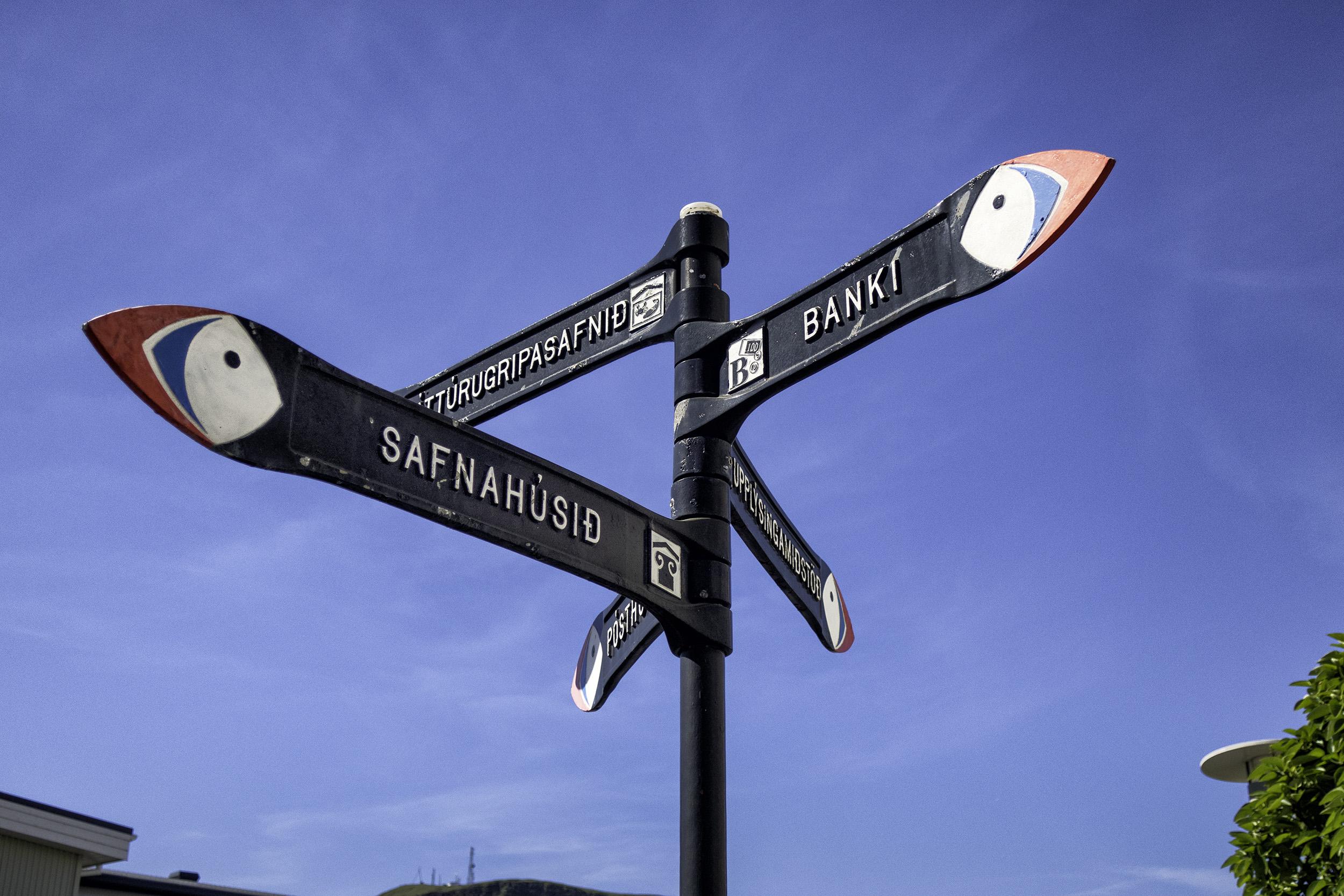 Heiamey Street Signs