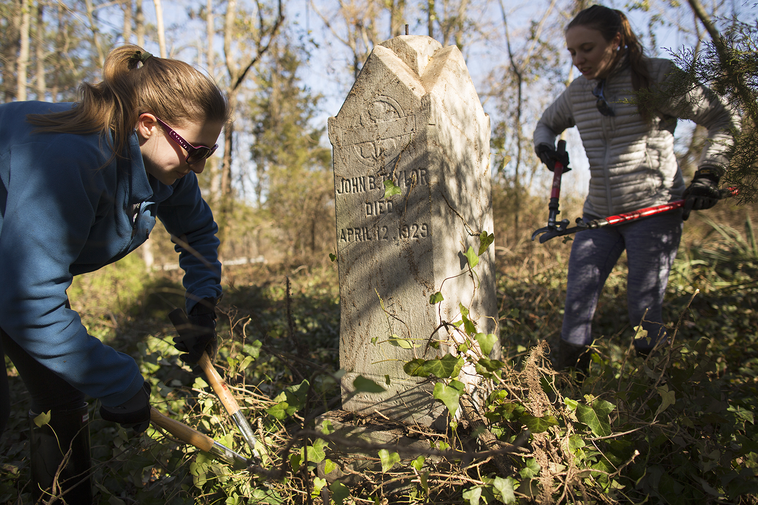 VCU students clear Taylor family burial plot at East End Cemetery, Henrico County/Richmond, Virginia, January 31, 2015. ©brianpalmer.photos 2015